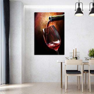 Καθετος πινακας σε καμβα βαζοντας κρασι στο ποτηρι